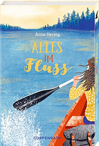 DAs Cover zeigt einen langen, breiten Fluss, am Rand stehen Bäume. An der Seite sieht man einen Teil eines Paddelbootes mit einem darinsitzenden Mädchen.